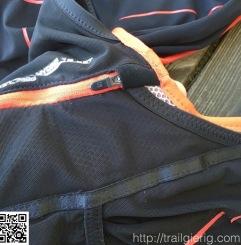 dünne, hohe Tasche